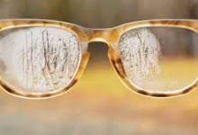 عند وضع القناع والنظارات معاً في الخارج، قد تلاحظ ظهور علامات الضباب على عدسة نظارتك