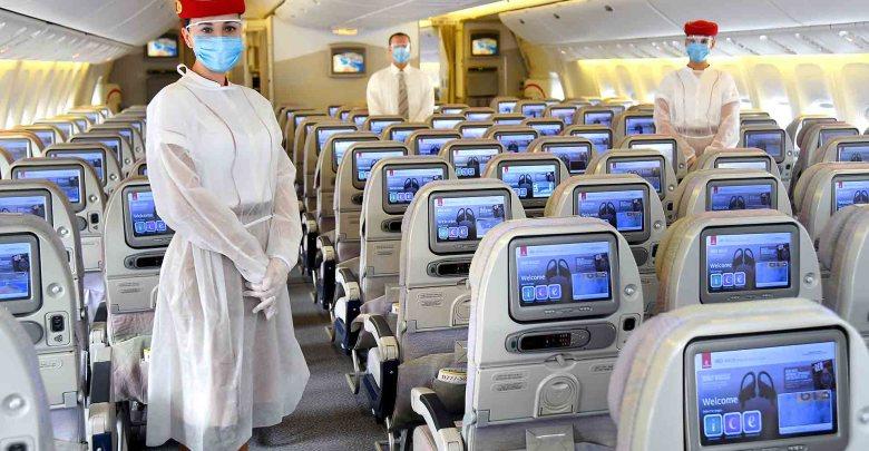 "Photo of ""طيران الامارات"" تعتبر التباعد الاجتماعي داخل الطائرة غير واقعي"