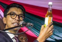 زعم رئيس مدغشقر في وقت سابق من العام تطوير مشروب فعال في مواجهة فيروس كورونا
