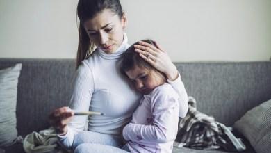 """Photo of هل يعاني أطفالكم من أعراض """"كورونا"""".. إليكم ما يجب فعله"""