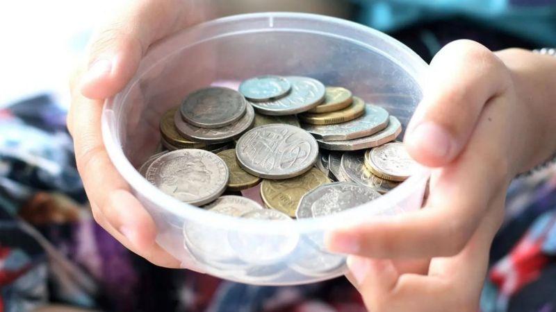 تُطلق بين الحين والآخر حملات لوقف إصدار فئات من النقود المعدنية في مختلف دول العالم
