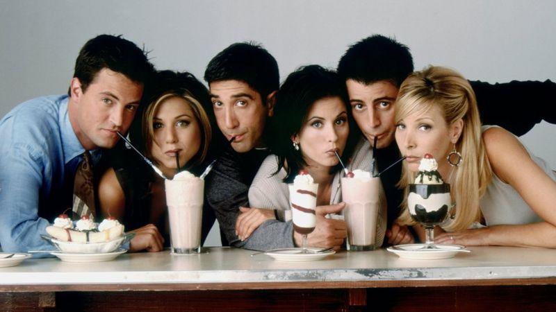 """بيري (أقصى اليمين) مع نجوم """"فريندز"""" الآخرين عام 1997"""