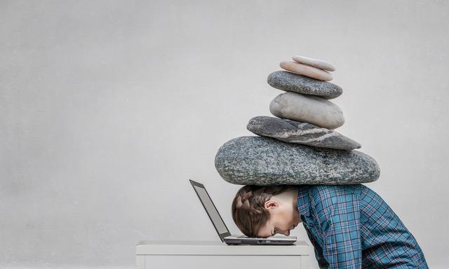 التوتر يؤثر على النوم وساعاته