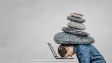 Photo of كيف يؤثر التوتر والساعة البيولوجية على النوم؟