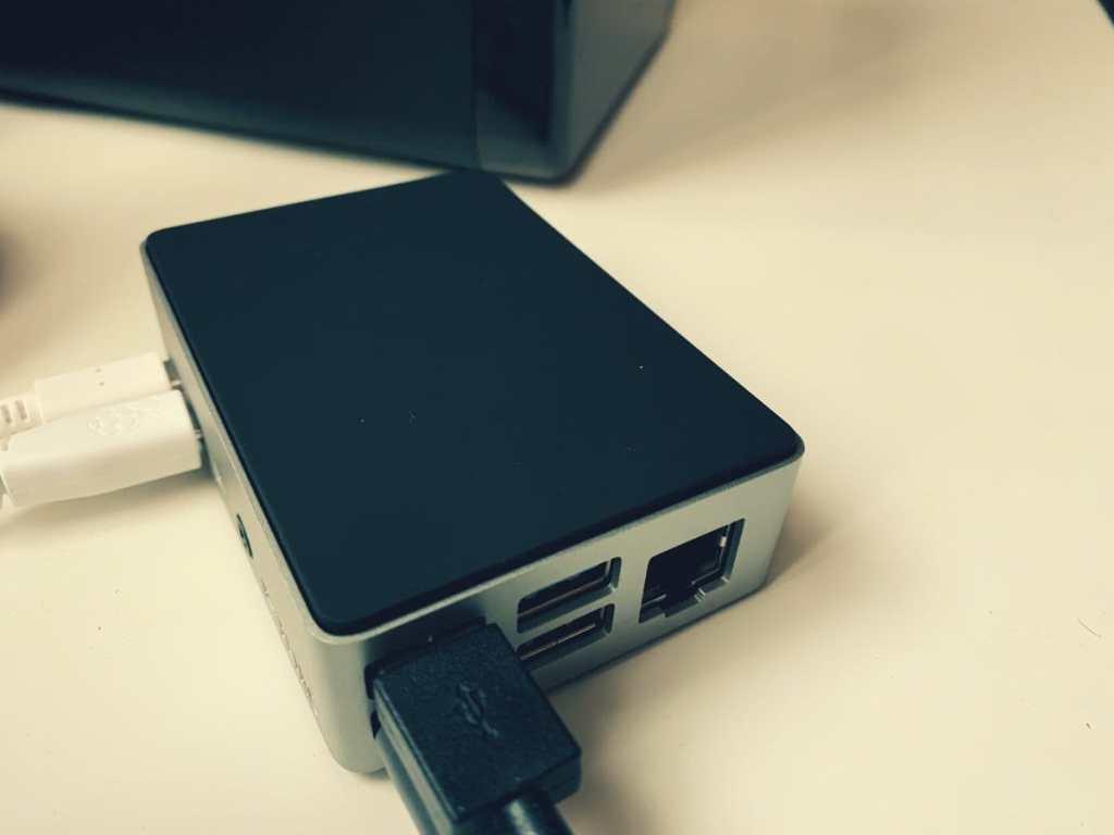FLIRC Raspberry Pi 4 carcasa