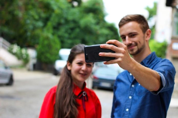 Turning Selfies Into Smart Diagnostic Tools