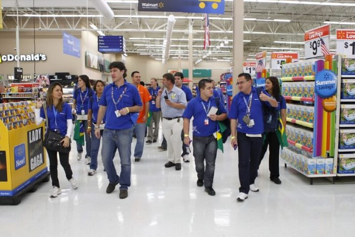 Walmart Adopting AI Robots to Stake Shelfs and Automatic Checkout