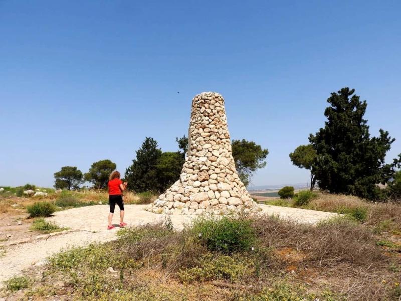 אנדרטה בגבעת יהונתן בגלבוע