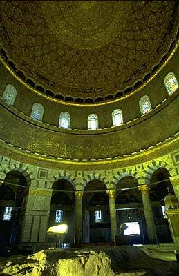 Batu dibawah Kubah Masjid Al Aqsa