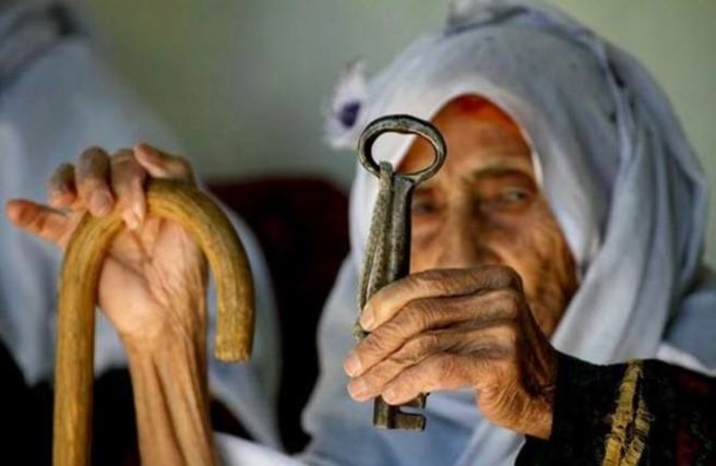 -الفلسطينيون-بين-حق-العودة_mini