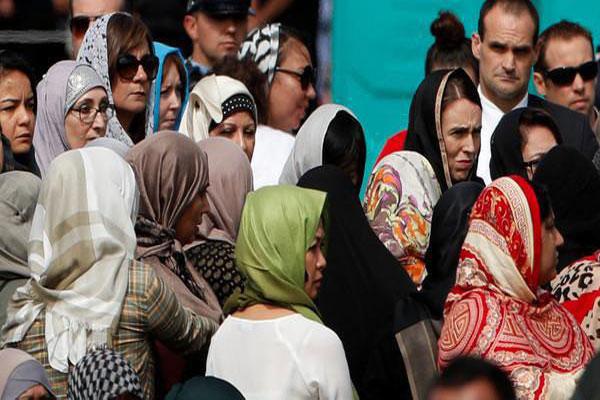 نيوزلنديون يرتدون الحجاب تضامنا مع المسلمين