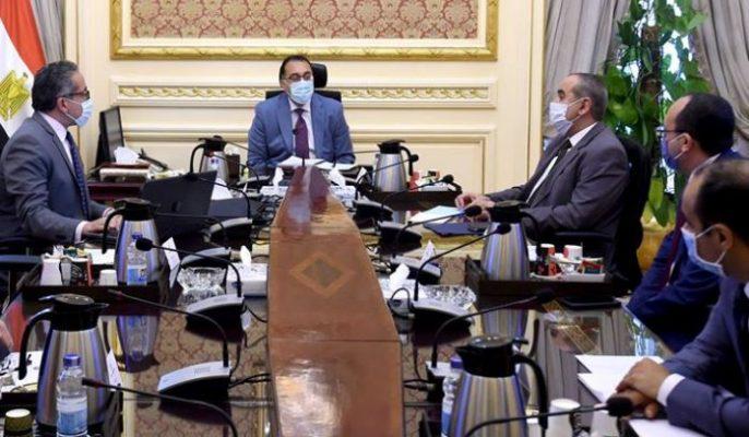 مجلس الوزراء يناقش عودة الطيران والسياحة