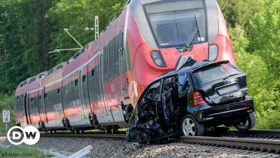 شاهد: اصطدام مروع بين قطار وحافلة بالسويد - صحيفة هتون الدولية