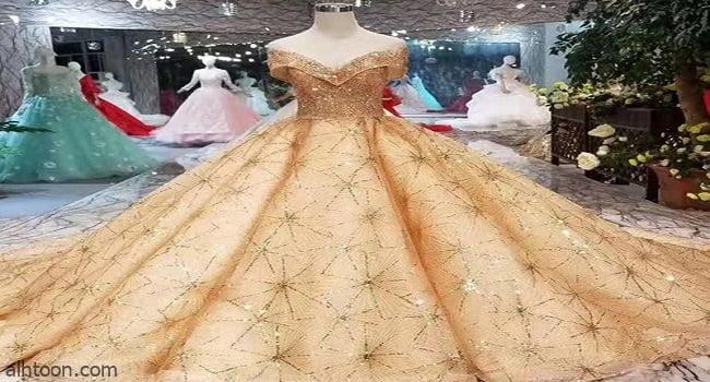 فساتين زفاف ذهبية لربيع وصيف 2021