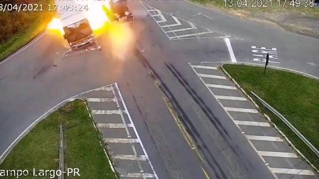 شاهد: أفظع حادث ممكن أن تراه عينك - صحيفة هتون الدولية