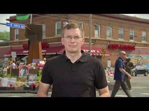 شاهد: ردة فعل مراسل أمريكي بعد اشتباك بالأسلحة - صحيفة هتون الدولية