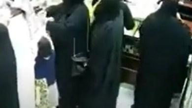 شاهد: لحظة سرقة حقيبة سيدة داخل محل ذهب - صحيفة هتون الدولية