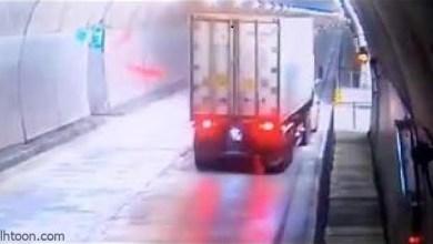 فيديو .. سائق يقود شاحنة وهو نائم فوقعت الكارثة - صحيفة هتون الدولية