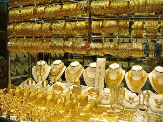 """شاهد: فتاة ترش غاز بـ""""وجه بائع مجوهرات لسرقته"""" - صحيفة هتون الدولية"""