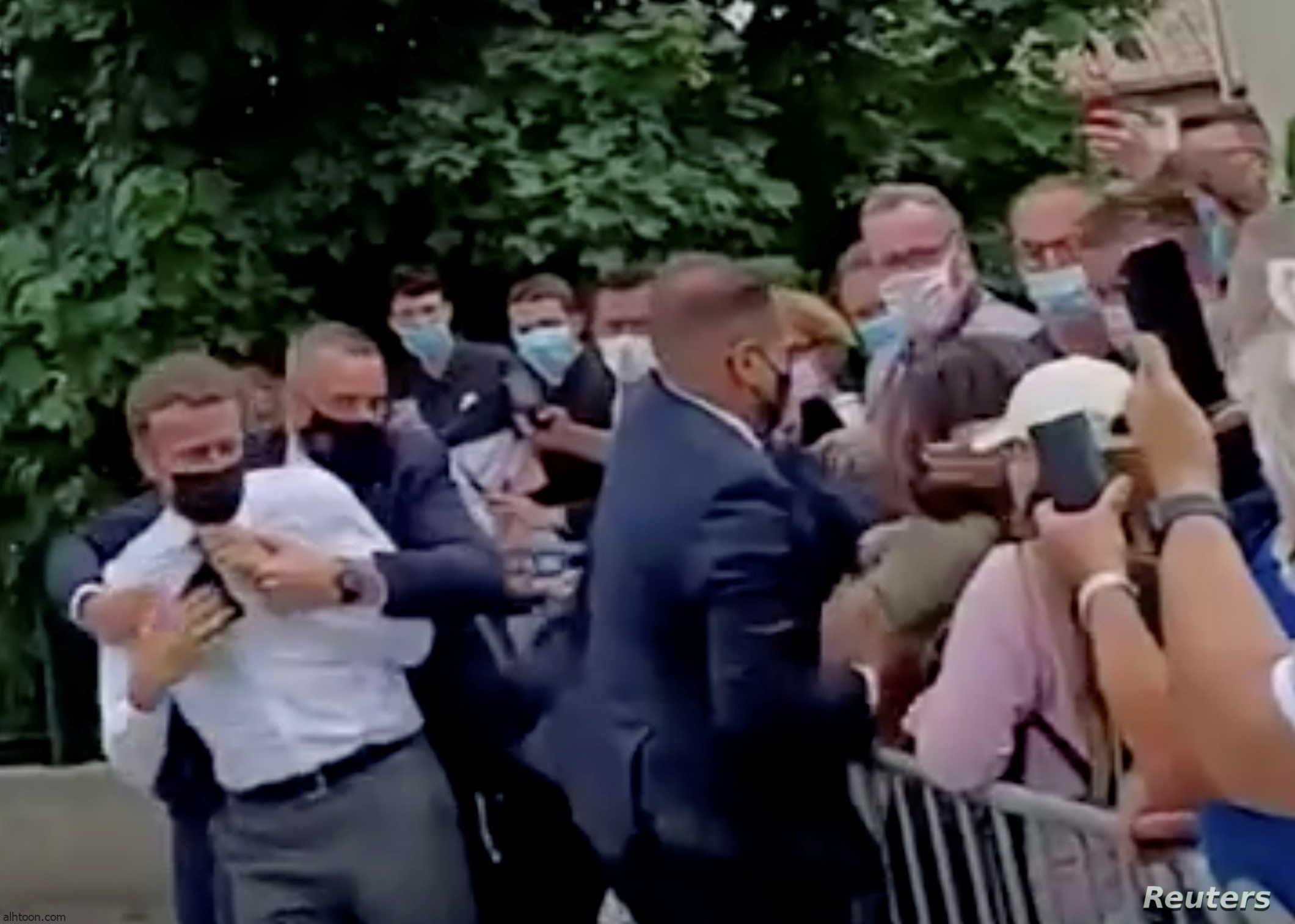 شاهد: لحظة صفع ماكرون - صحيفة هتون الدولية