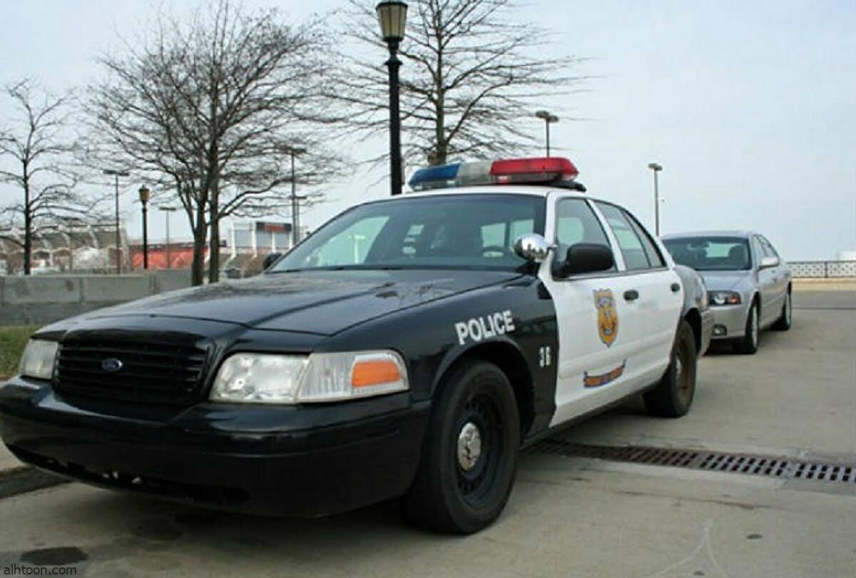 شاهد: شرطي يتسبب في حادث مروع - صحيفة هتون الدولية