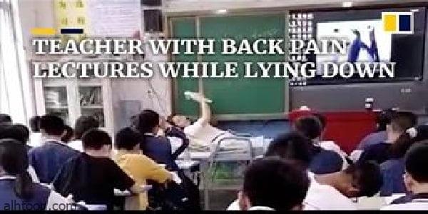 شاهد: معلمة تدرس لطلابها على سريرها - صحيفة هتون الدولية