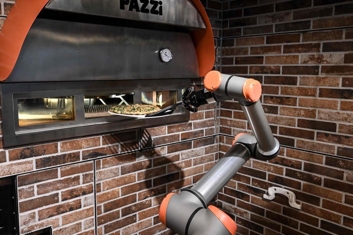 شاهد: روبوت يصنع وجبات سريعة - صحيفة هتون الدولية