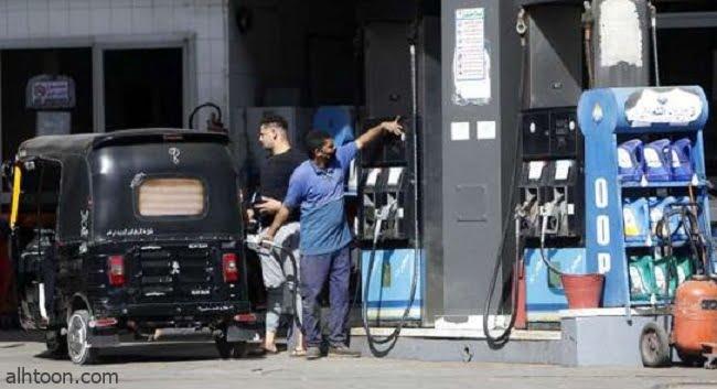 توك توك دخل محطة بنزين