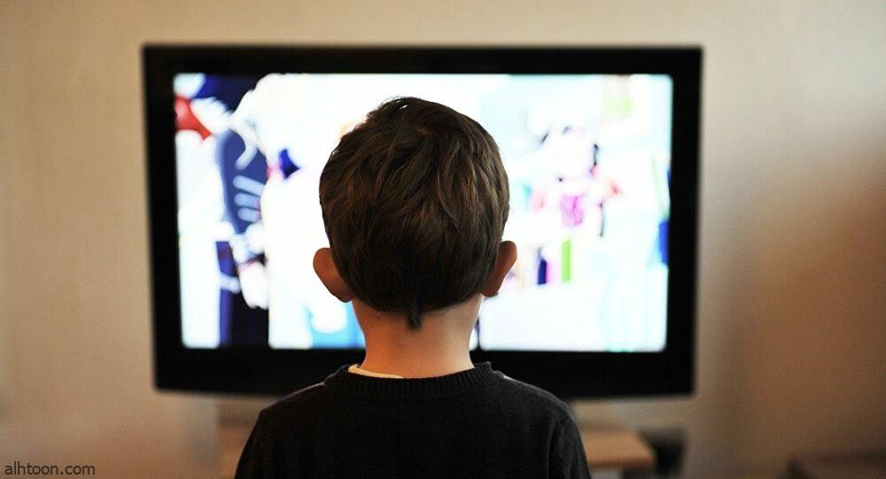طفل يحطم شاشة تلفاز لسبب غريب - صحيفة هتون الدولية