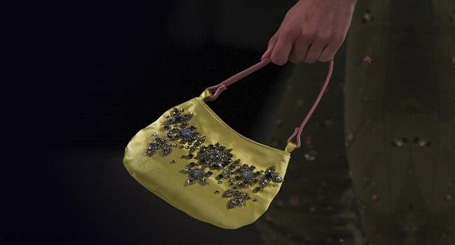 حقائب يد مزيّنة بالأحجار