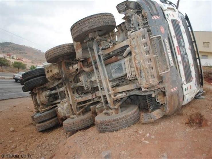 شاهد: انقلاب شاحنة بسبب الأعصار - صحيفة هتون الدولية