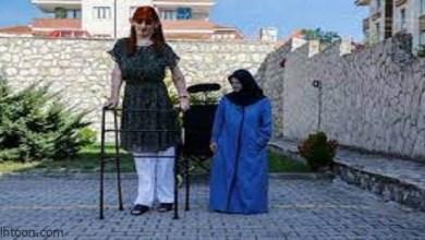 مصابة بمتلازمة ويفر .. أطول امرأة في العالم تريد الاحتفاء بالاختلافات بين البشر -صحيفة هتون الدولية-