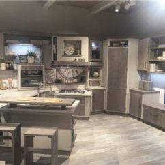 Kitchen Island Counter Cheap Backsplash Ideas 可以用餐的厨房 国际动态 建材网 很多带座位的厨房岛已经有了明确区分准备柜台和吧台的设计 基本上可以在以后添加桌面扩展而不会让它看起来不合适 这种方式让几乎任何类型的厨房都可以成为一个用餐