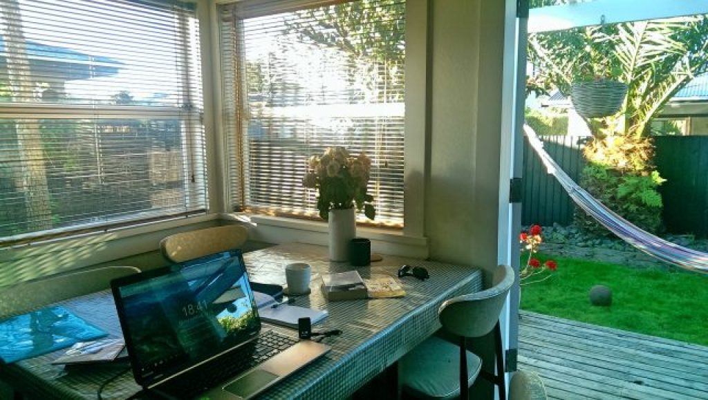 House sitting in New Zealand, get free accommodation, best house sitting websites