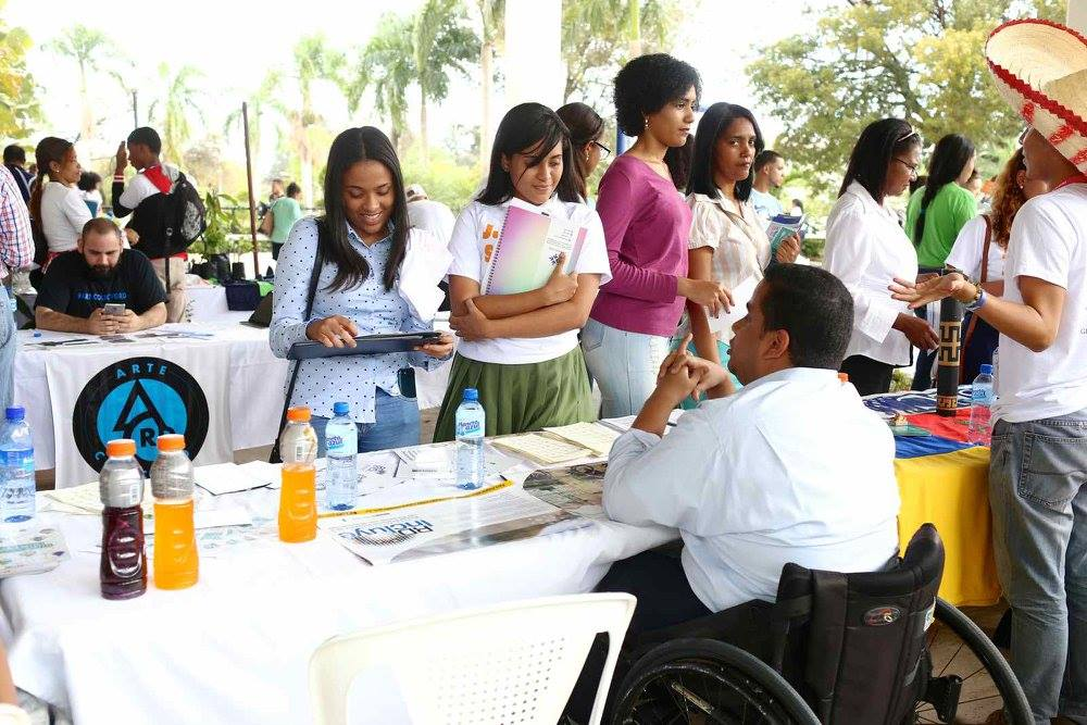 Jóvenes realizaron Feria para promover el servicio voluntario juvenil