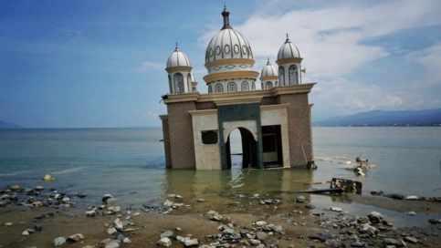 Hasil gambar untuk masjid di palu