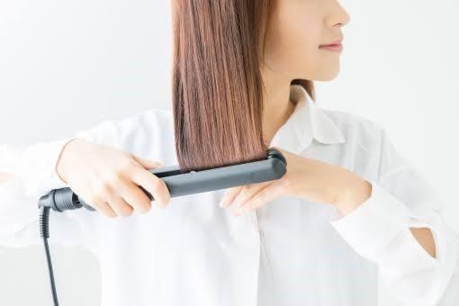 くせ毛をストレートアイロンで伸ばす