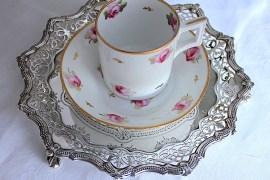 ダービーのバラコーヒーカップ
