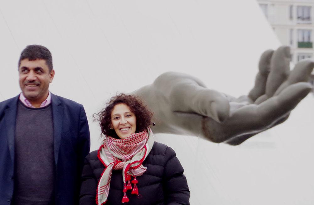 La main de Niemeyer - Le Havre. Symbole de l'inappropriation de la Terre