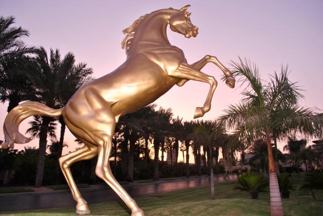 Bronze Stallions, Al Qasr Dubai: NIKON D3000 AF-s 1.4G Speedlight SB-700 f/5; 1/200sec; ISO-100
