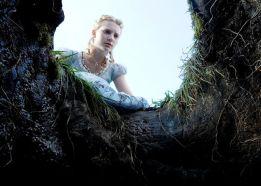 Segui i nostri articoli e scopri di più sull'uscita del secondo episodio del film Alice in Wonderland!