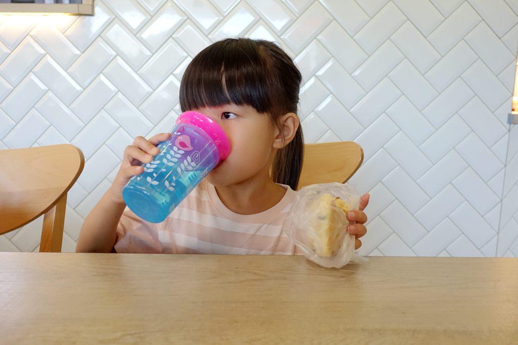 【團購】滿趣健Munchkin360度防漏學習水杯 寶寶喝水輕鬆上手、可以從小用到大的好杯 – 兔子洞裡的愛麗絲