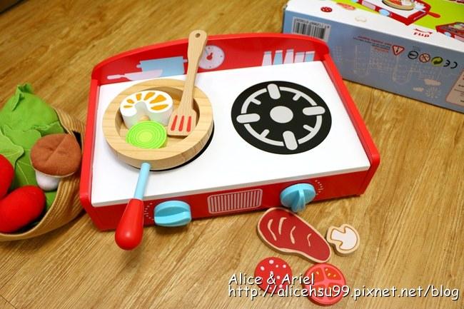 廚房玩具推薦【臺灣ilovekids】桌上型可攜廚具組和兩用燒烤爐 - 兔子洞裡的愛麗絲