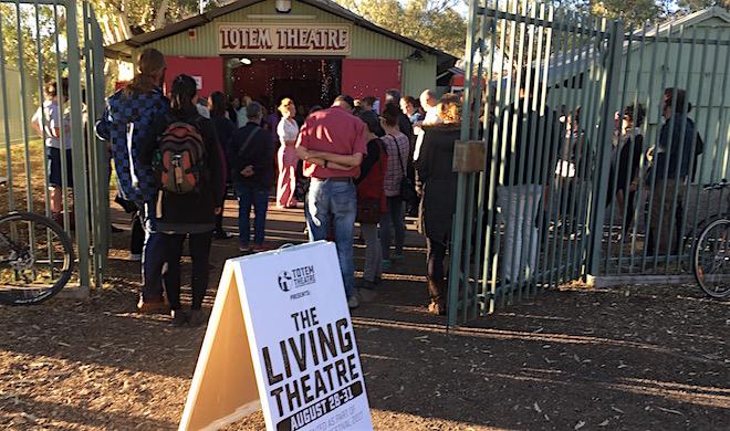 p2485 Living Theatre Totem 660