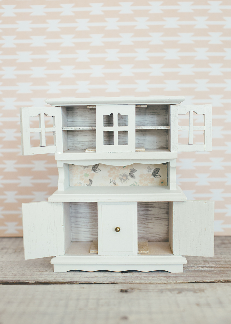Dollhouse Hutch with Opening Cabinet Doors
