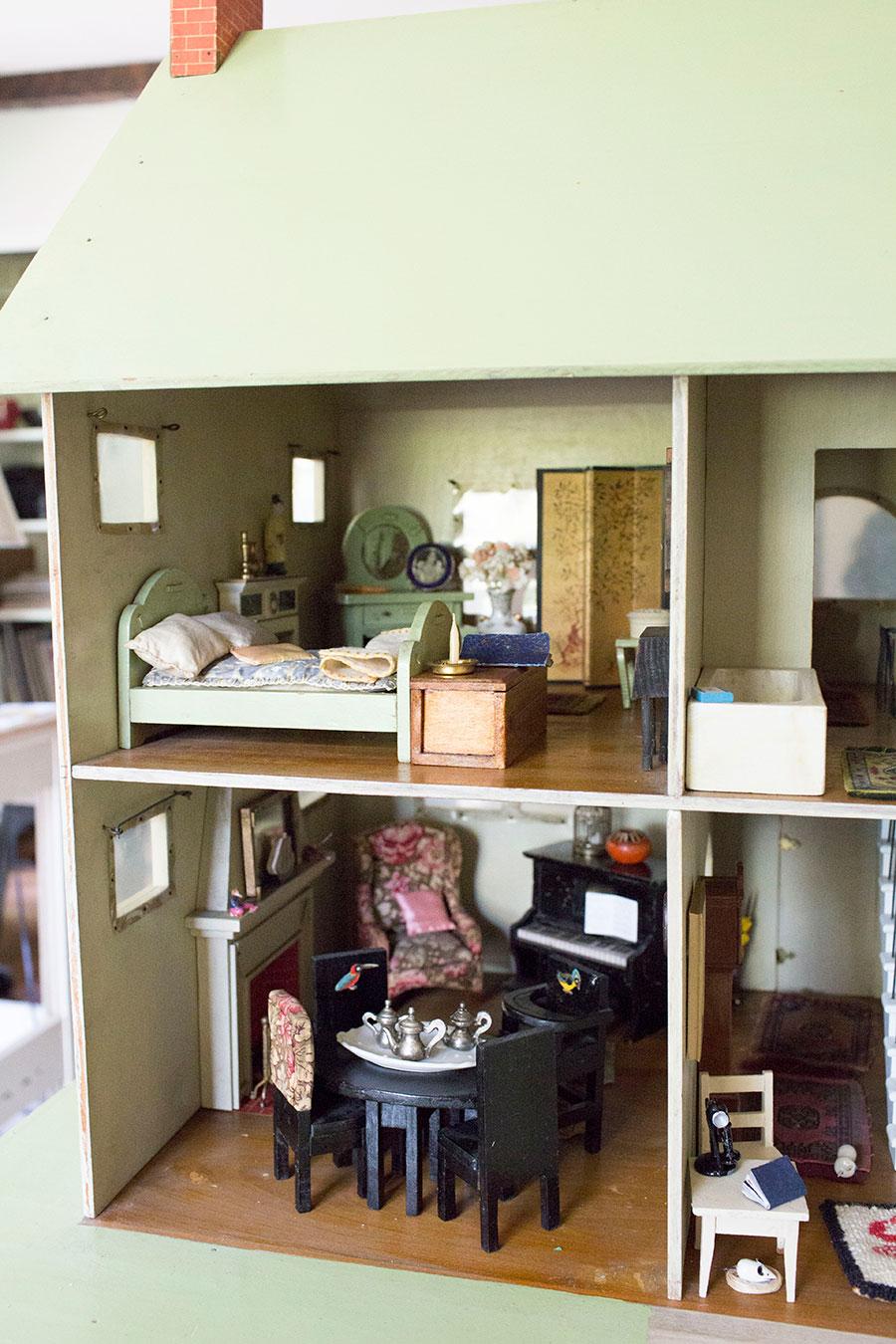 Antique-Dollhouse-Interior