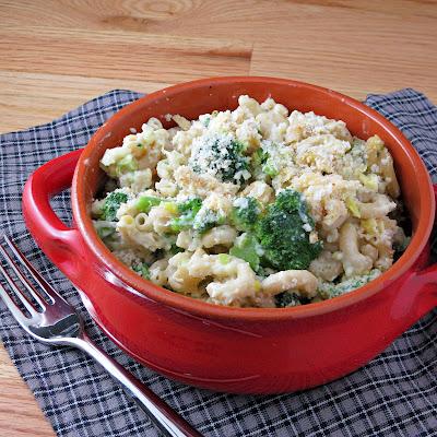 smoked gouda macaroni and cheese with broccoli