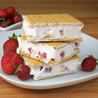 frozen strawberries and cream cool whip graham cracker sandwiches