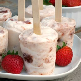 Strawberry Greek Yogurt Pops | alidaskitchen.com