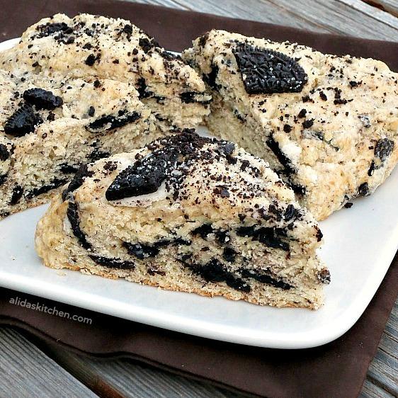 Oreo Cookies and Cream Scones   alidaskitchen.com #recipes #scones
